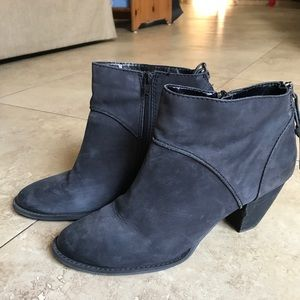 Anthracite leather booties